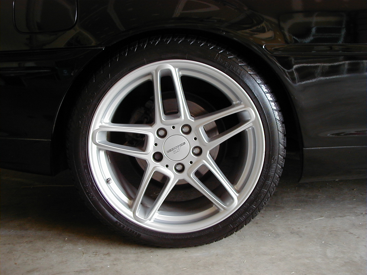 NAME THESE RIMS.... KThanx : >-p1010018.jpg